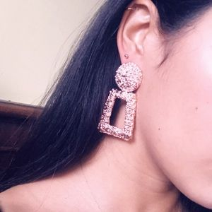 Jewelry - 🆕 Textured drop earrings Rose gold